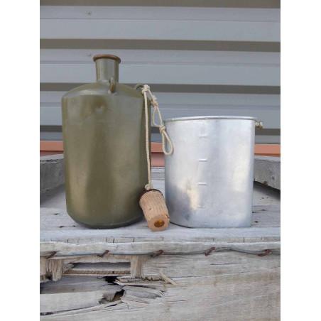 Gourde vintage ovale en aluminium armee suisse
